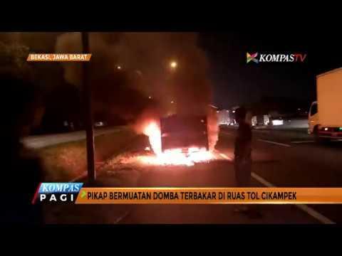 Mobil Pikap Terbakar di Ruas Tol Cikampek