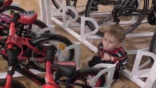 Выбираем велосипед магазине велосипедов и смотрим радио-управляемые игрушки. В поисках Бамблби 1(Курс