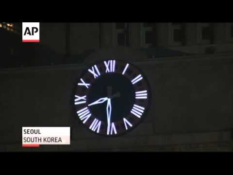 Raw: Cities Mark Earth Hour Across the Globe