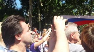 Русский и армянский танцы на празднике День России в Барселоне.