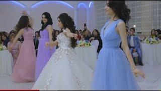 شاهد هذه العروس كيف رقصت لزوجها علي شيلة بلحن سفيني سفيني مع اجمل فرقه رقص