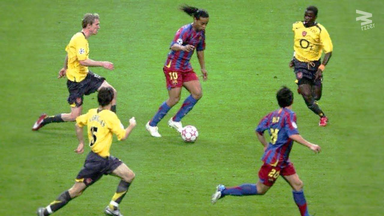 20 Magic Moments By Ronaldinho - YouTube