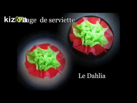 pliage de serviette en papier en forme de dahlia (fleur dahlia
