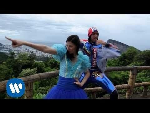 Delafe y las flores azules - Río por no llorar (Videoclip oficial)
