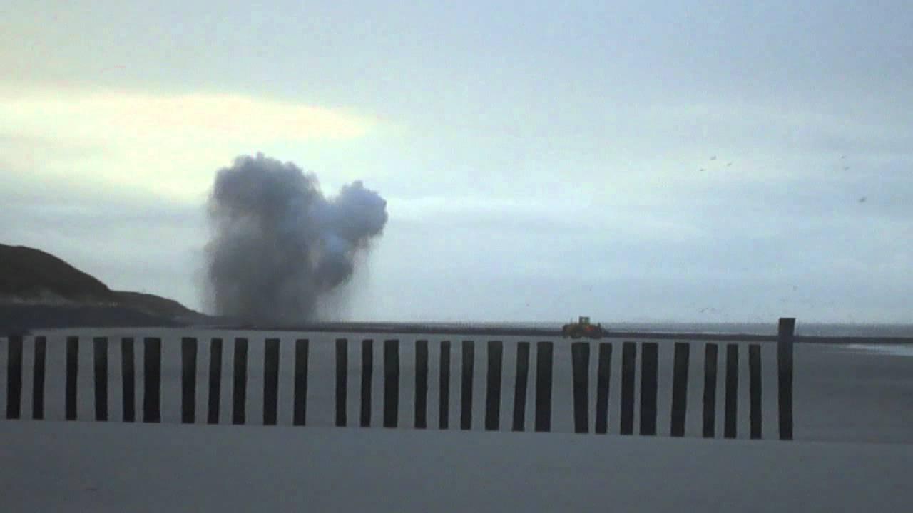 Sprengung Einer Britischen 5 Zentner Bombe Auf Wangerooge Youtube