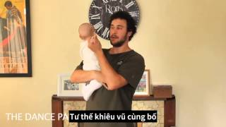 Vừa xúc động vừa buồn cười khi xem ông bố trẻ hướng dẫn cách bế con