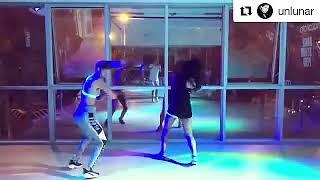 Stephanie Cayo bailando en la escuela Dance Studios.
