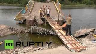 RAW: Locals repair bridge blown up by East Ukraine self-defense