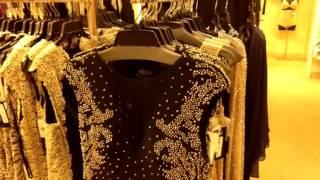 США. Платья вечерние в магазине средней цены.