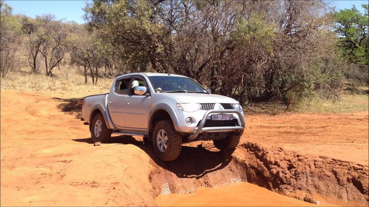Defender 90 Vs Mitsubishi Triton 4x4 Youtube