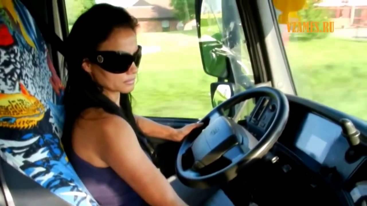 Видео как девушки работают на трассе