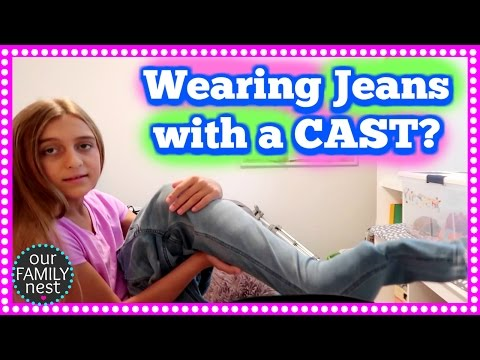 CAN YOU WEAR JEANS WITH A LEG CAST? and REACTING TO OUR OLD VIDEOS