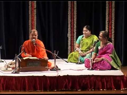 Bhajan Sandhya by Guruji Swami Tejomayananda-Gurudev Tava Mahaneeya Kripa