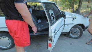 Можно ли разбить стекло машины ударом мяча? ЛУЧШЕ БЫ ДЕТЯМ ОТДАЛ(Спортсмен бодибилдер проверяет на прочность стекло и двери автомобиля