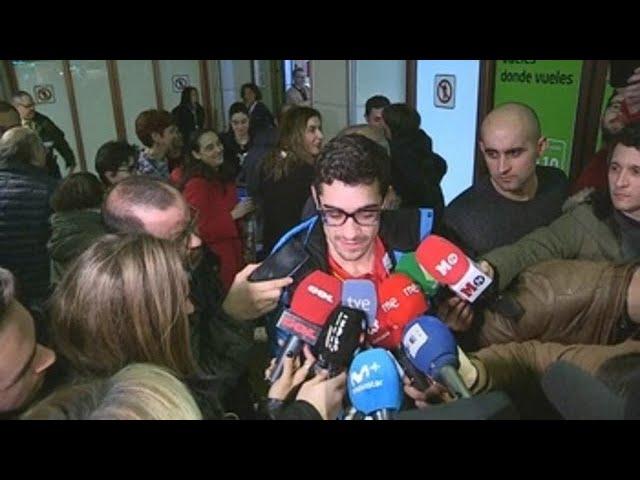 Calurosa recepción a Javier Fernández en Barajas