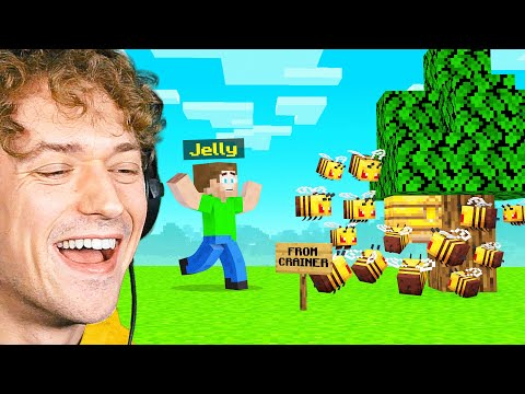 SURPRISING JELLY With A GIFT In Minecraft! (Bee Town)