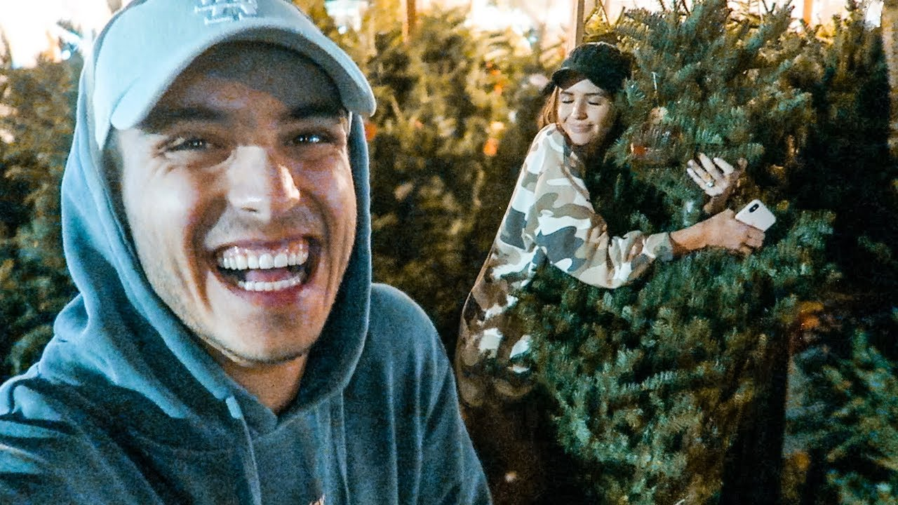 HER FIRST TIME SEEING A REAL CHRISTMAS TREE - YouTube