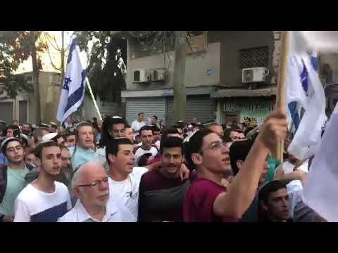 """צפו: בלבה של דרום תל אביב - שירים וריקודים בהכנסת ס""""ת לזכר הקדוש"""