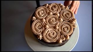 Come decorare una torta glassata al cioccolato - Tutorial