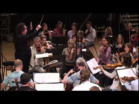 Jose Serebrier conducts Dvorak: 'Slavonic Dance op.72, no.2'