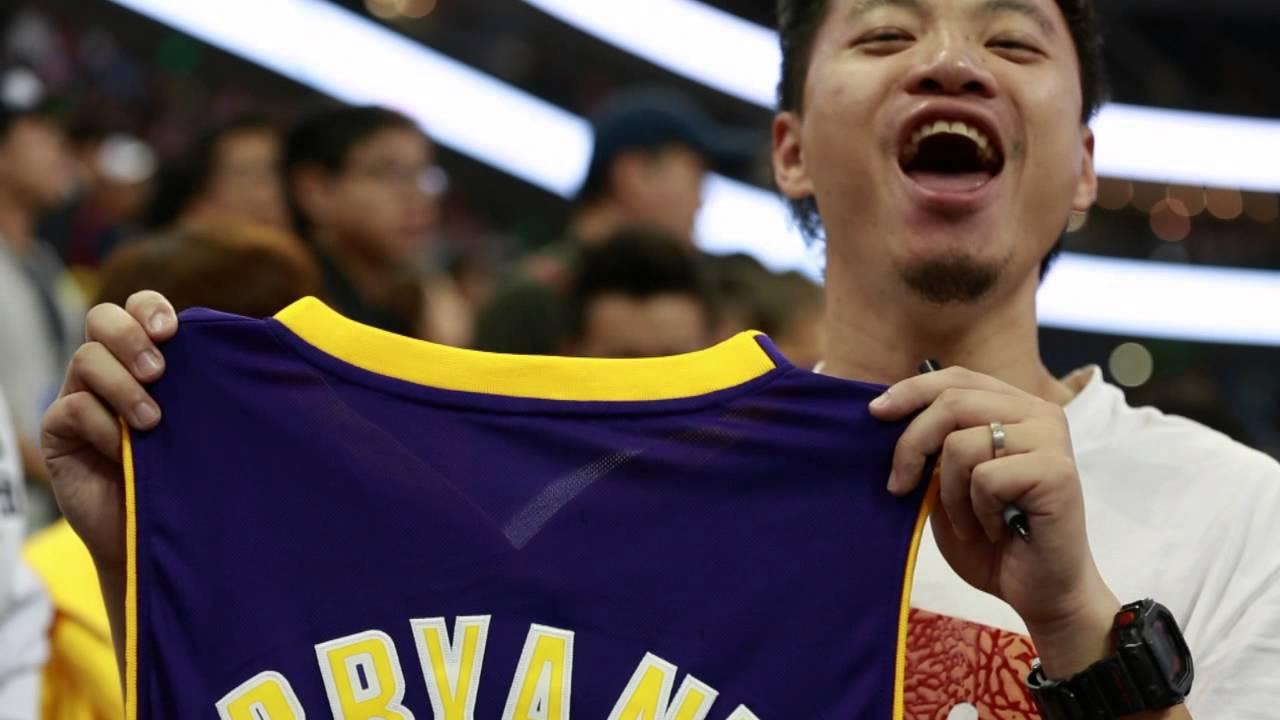 25ecc10ea77 Kobe Bryant Autographs Jersey For Kobe Fanatic In China! - YouTube