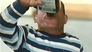 Repeat youtube video Escena Graciosa de ''Pequeño pero Peligroso''- El Pequeño toma laxante