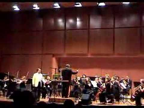 """""""O Sole Mio"""" Douglas Ahlstedt, tenor Efraín Amaya conducting"""