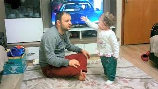 Niloya İzlemek İçin Babasıyla Televizyon Kavgası Eden Bebek