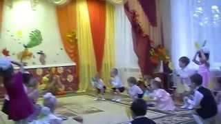 Осенний танец для 2 младшей группы с листочками