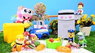 Die Paw Patrol macht eine Grillparty. Spielzeug Video für Kinder.