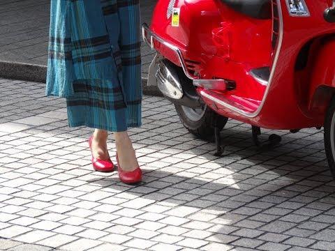 赤い靴のパンプスとサンダル外履きと社交ダンスシューズ