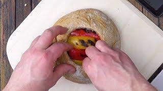 Man pult ein großes Loch ins Brot & stopft das rein.