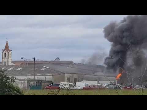 Un taller, víctima de las llamas en Tapia de Casariego