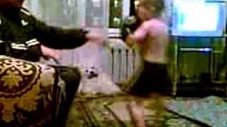 я ахуел....это будущий чемпион мира по боксу huyabra.com