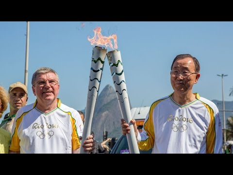 Rio Olympics 2016 : IOC PRESIDENT PASSES OLYMPIC FLAME TO UN SECRETARY-GENERAL