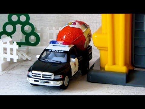 Машины и Подъемный кран. Киндер Сюрпризы. Видео с игрушками