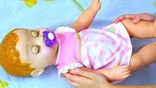 Polina pretend play mom with funny baby doll