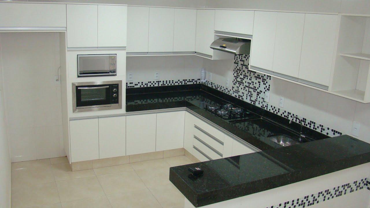 Cozinha planejada com torre quente.   #746E57 1920 1080