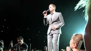 "Michael Bublé performing ""Home"" @Lanxess Arena, Cologne"