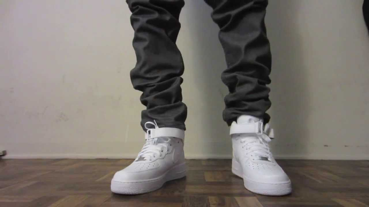Combatiente rojo bloquear  Nike Air Force 1 Mid White On Feet - YouTube