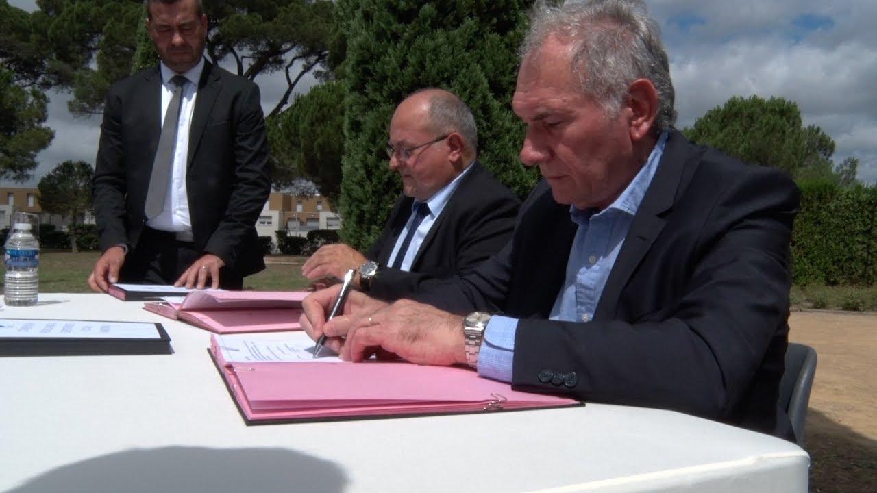 Signature d 39 une convention avec la chambre de m tiers et - Chambre des metiers carcassonne ...