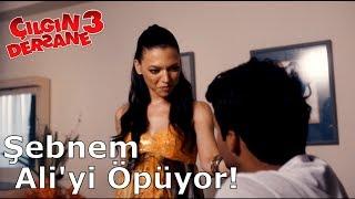 Çılgın Dersane 3 | Şebnem Ali'yi Öpüyor!