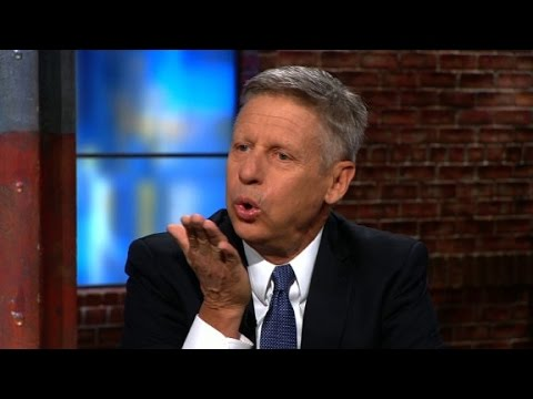 Gary Johnson blows Donald Trump a kiss - YouTube