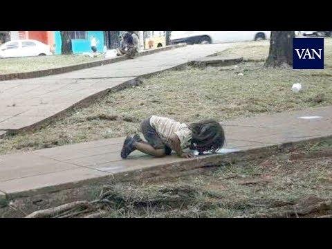 La indignante foto de una niña bebiendo en un charco en Argentina