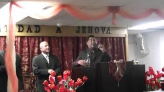 Pastor Angel galarza cantando