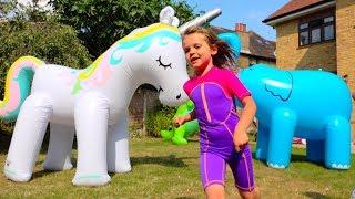 Гигантские Надувные животные и водные игры на батуте и Giant water Wubble Bubble Ball on trampoline