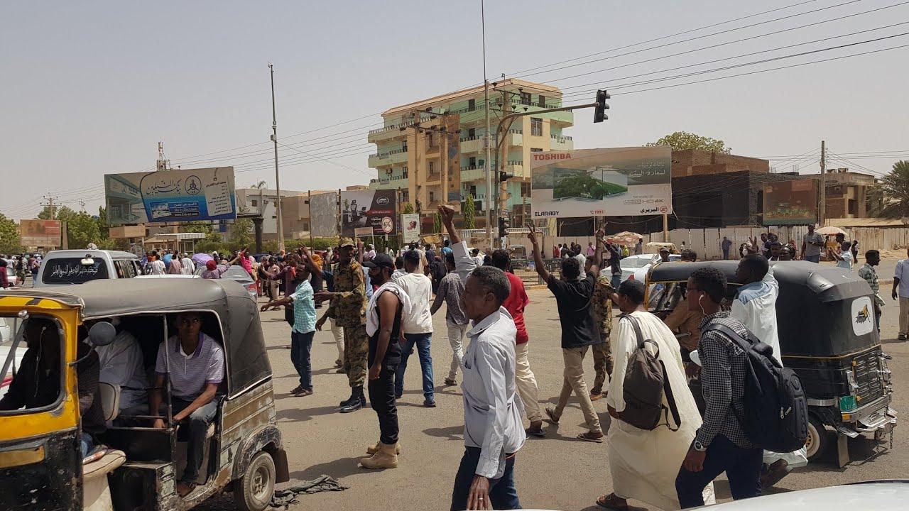 انقلاب عسكري في السودان احتفالات الشارع السوداني الان
