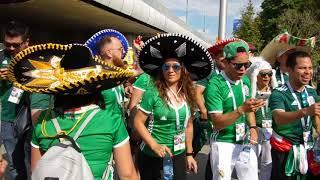 Мексиканские и немецкие болельщики перед матчем Германия Мексика