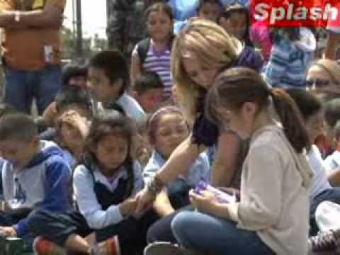 Hilary visits Normandie Avenue School April 27