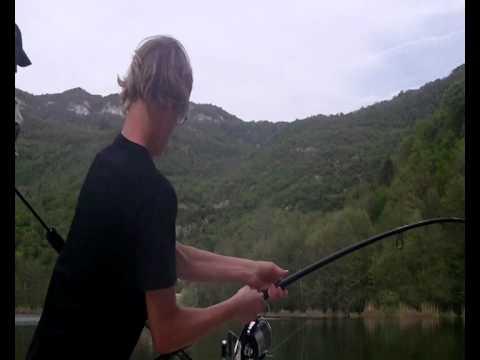 La pêche au printemps par les mains